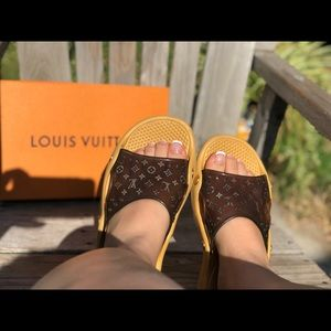 Louis Vuitton 38 Spa/Pool slides rubber monogram